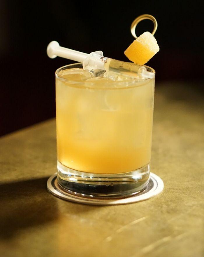 Penicillin Cocktail - smag den hos Bar-Visit